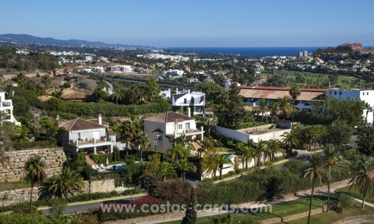 Contemporary golf villa for sale with splendid sea view in an up-market area of Nueva Andalucia - Marbella 34