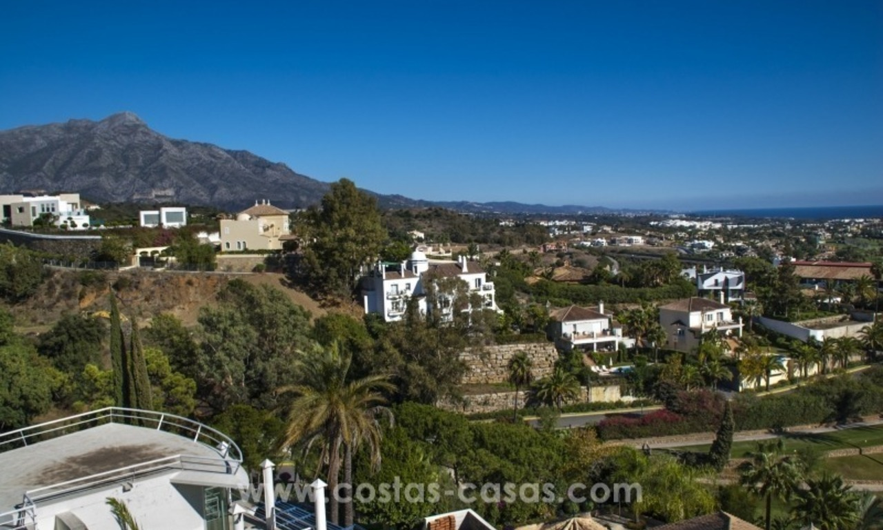 Contemporary golf villa for sale with splendid sea view in an up-market area of Nueva Andalucia - Marbella 35