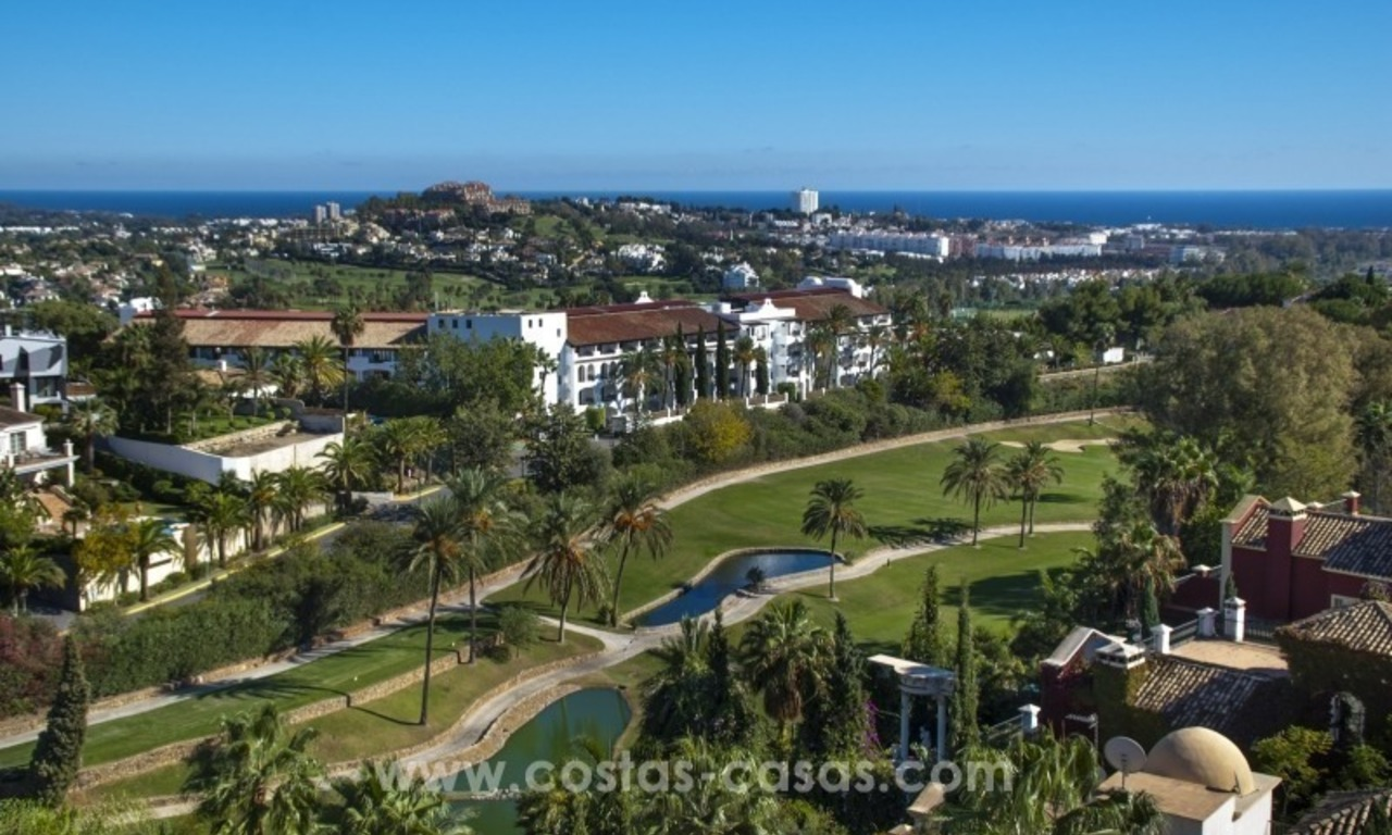 Contemporary golf villa for sale with splendid sea view in an up-market area of Nueva Andalucia - Marbella 36