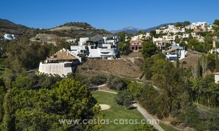 Contemporary golf villa for sale with splendid sea view in an up-market area of Nueva Andalucia - Marbella 38
