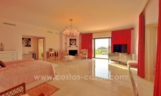 Great villa with Sea views for sale on the Golden Mile, Sierra Blanca, Marbella 17