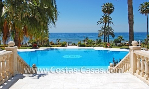 Beachfront luxury apartments for sale in Las Dunas Park, New Golden Mile, Marbella - Estepona