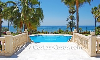 Beachfront luxury apartments for sale in Las Dunas Park, New Golden Mile, Marbella - Estepona 1
