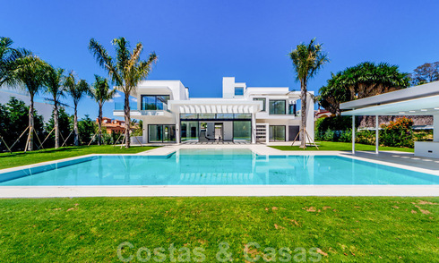 Modern designer Beach Side and golf villas for sale in Guadalmina, Marbella. Ready to move in. 29009