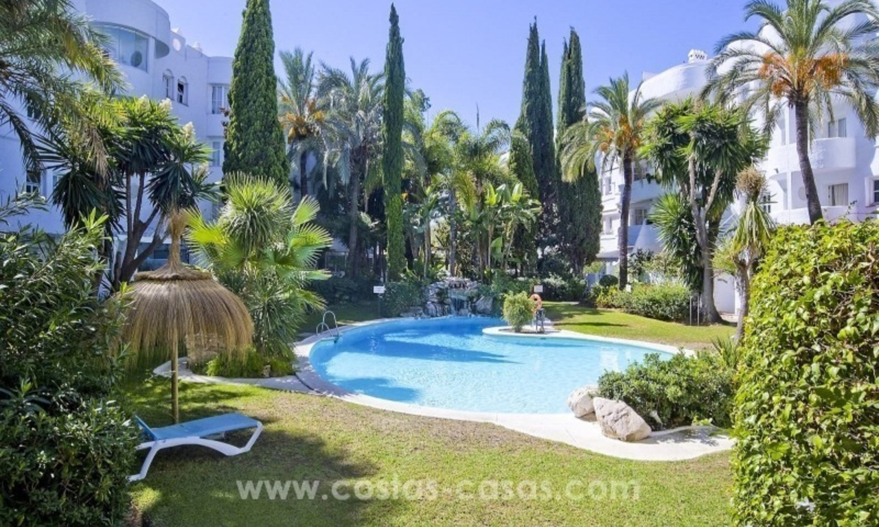 Apartments and penthouses for sale in the center of the Golden Mile, just minutes from the center of Marbella 1