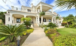 Villa with Panoramic views on the New Golden Mile, Marbella - Estepona 1