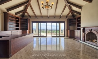 Villa with Panoramic views on the New Golden Mile, Marbella - Estepona 12