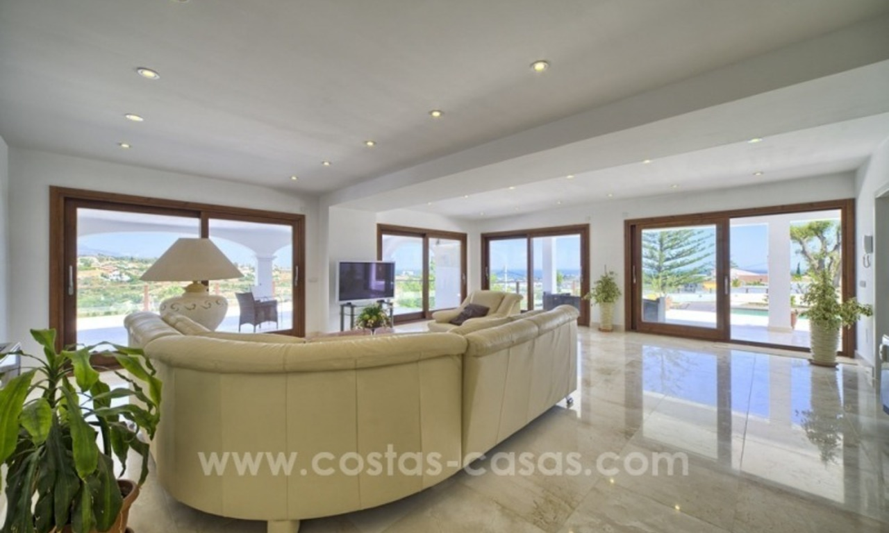 Contemporary renovated villa for sale, New Golden Mile, Marbella - Estepona 11