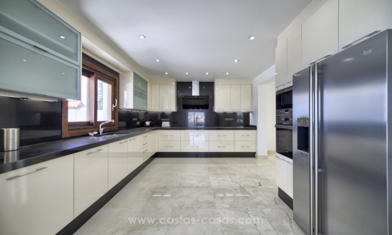 Contemporary renovated villa for sale, New Golden Mile, Marbella - Estepona 14