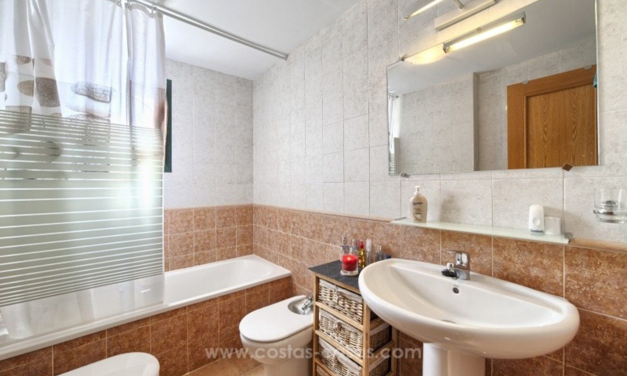 Bargain apartment for sale, New Golden Mile, Marbella - Estepona 18