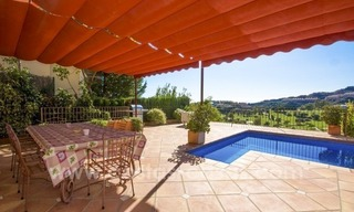 Bargain. Beautiful villa with sea and golf views for sale in Benahavís - Marbella 3