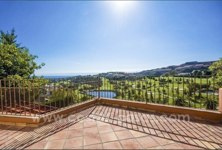 Bargain. Beautiful villa with sea and golf views for sale in Benahavís - Marbella