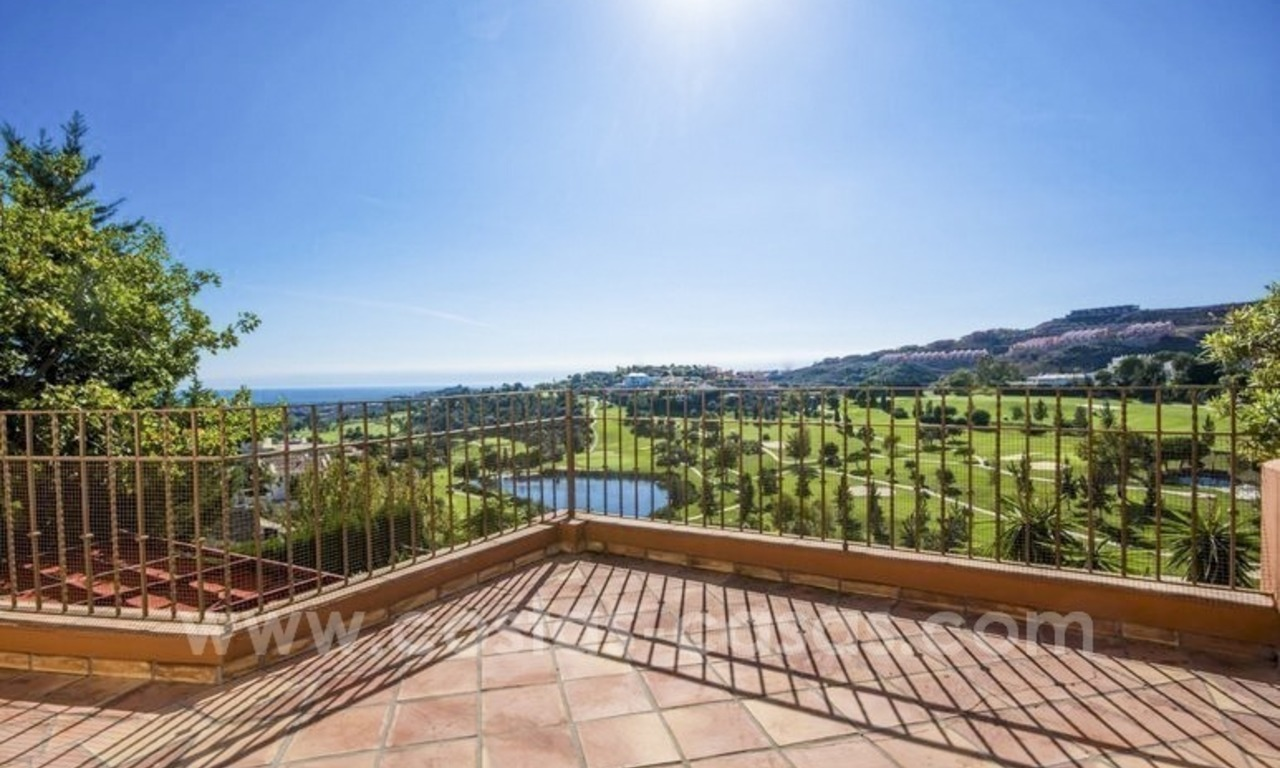 Bargain. Beautiful villa with sea and golf views for sale in Benahavís - Marbella 0