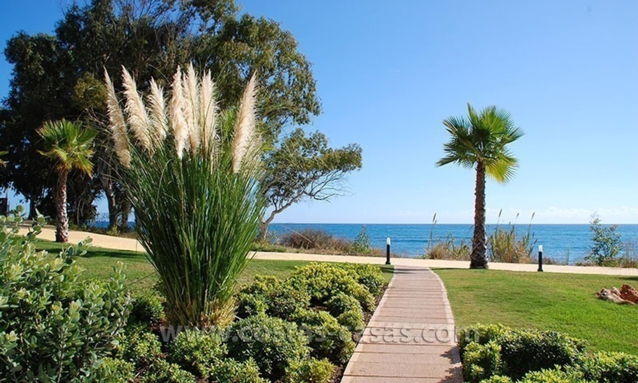 Modern Frontline Beach Penthouse apartment for sale on the New Golden Mile, Marbella - Estepona 20