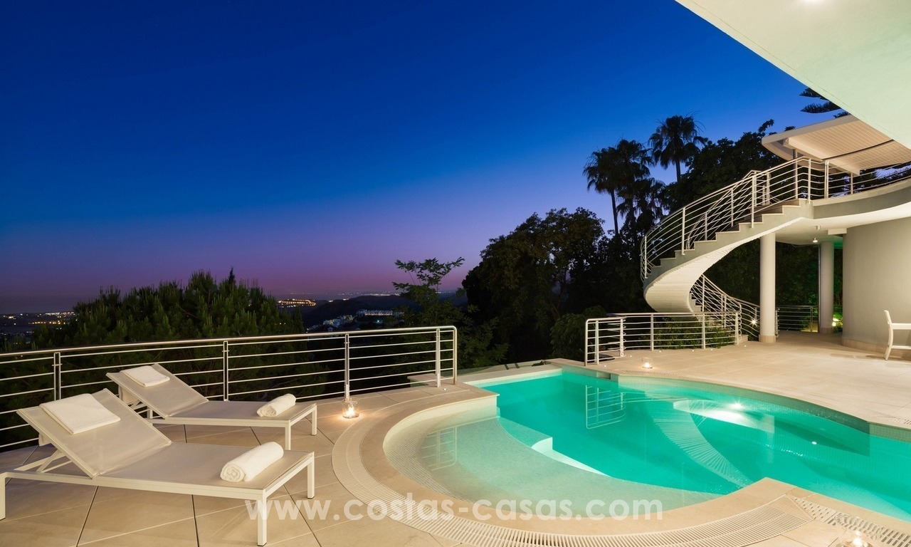 Villa for sale in Benahavis - Marbella: Exceptional Design and architecture, Exceptional Views in Exclusive El Madroñal 23