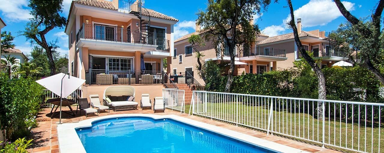 Villa for sale in Elviria, Marbella. Walking distance to supermarkets and beach. Reduced in price.