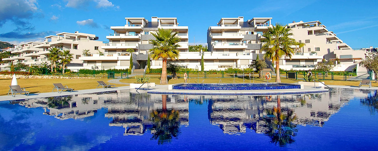 Spacious, bright and modern penthouse apartment for sale with golf and sea views in Marbella - Benahavis