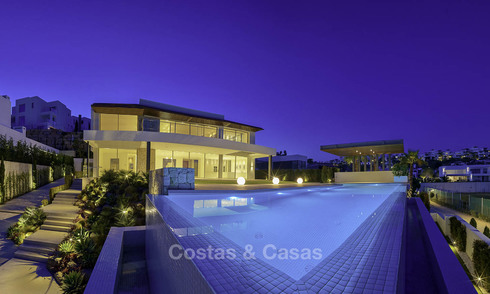 Ready to move in. Modern villa for sale, frontline golf in Benahavis - Marbella 15063