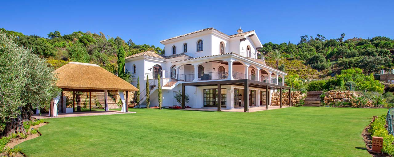 Amazing renovated rustic style luxury villa for sale in the exclusive La Zagaleta estate, Benahavis - Marbella