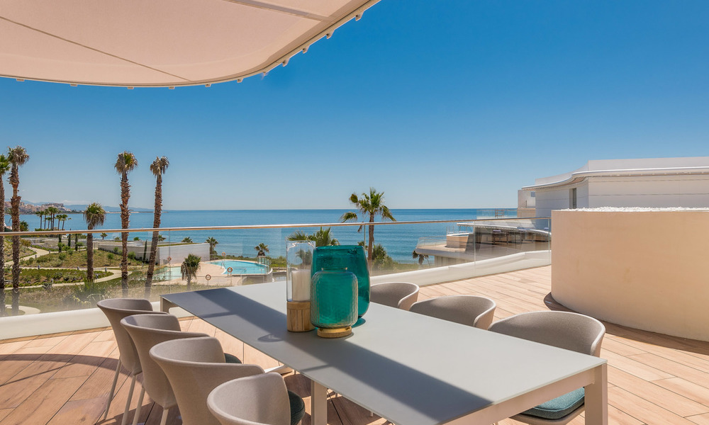 Spectacular modern luxury frontline beach apartments for sale in Estepona, Costa del Sol. Ready to move in. 27818