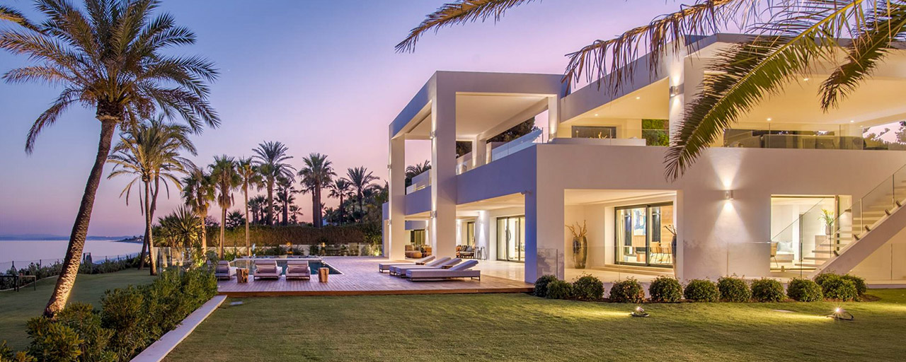 Modern exclusive beachfront villa for sale with panoramic sea views on the New Golden Mile, between Marbella and Estepona