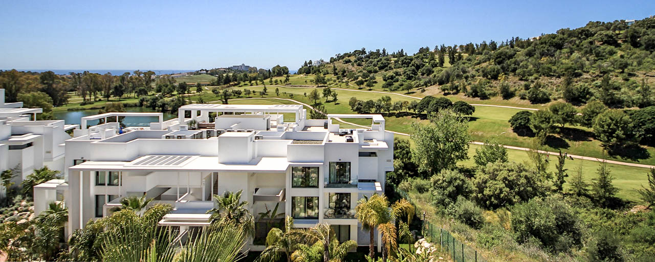Modern penthouse apartment for sale overlooking the golf course and the Mediterranean Sea in Benahavis - Marbella