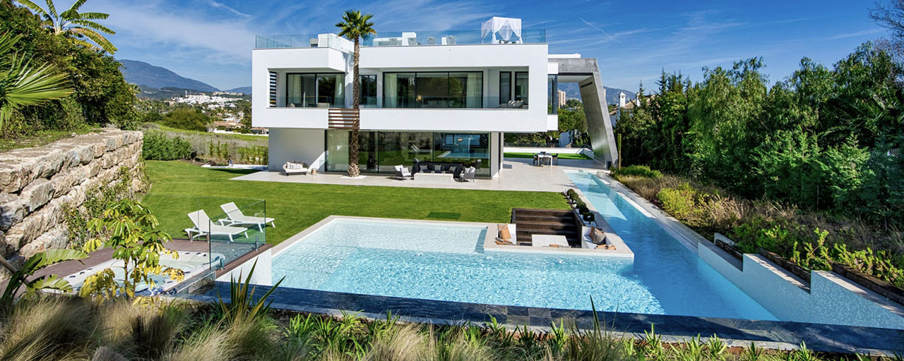Ready to move in modern villa for sale within walking distance to amenities and Puerto Banus in Nueva Andalucia, Marbella