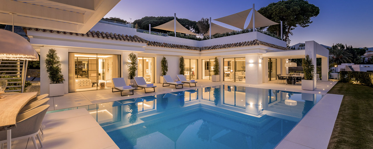 Refurbished luxury villa in contemporary style for sale, close to amenities in the golf valley of Nueva Andalucia, Marbella