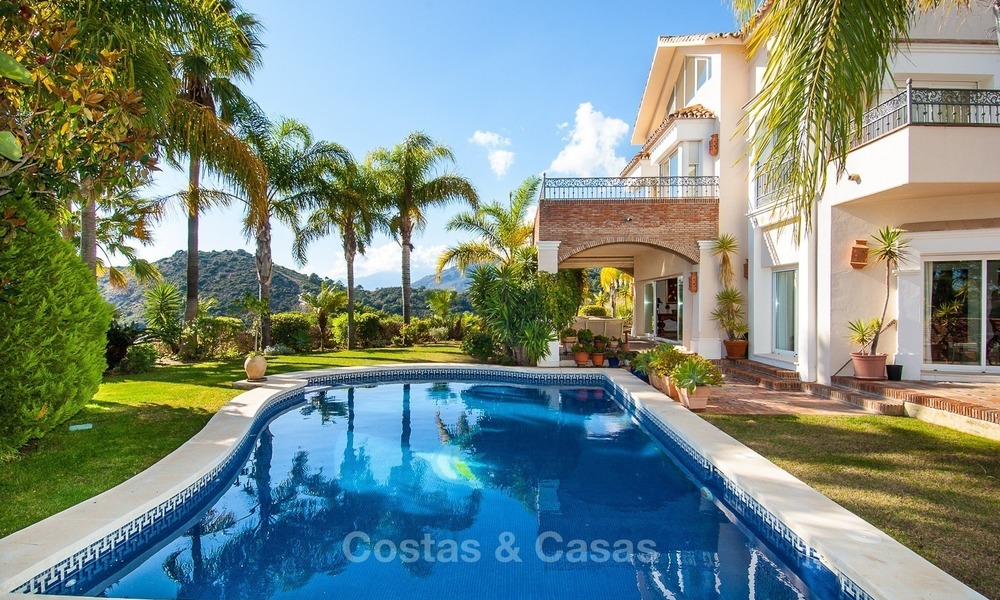 Elegant, south facing frontline golf villa for sale, located in Benahavis - Marbella with sea views 616