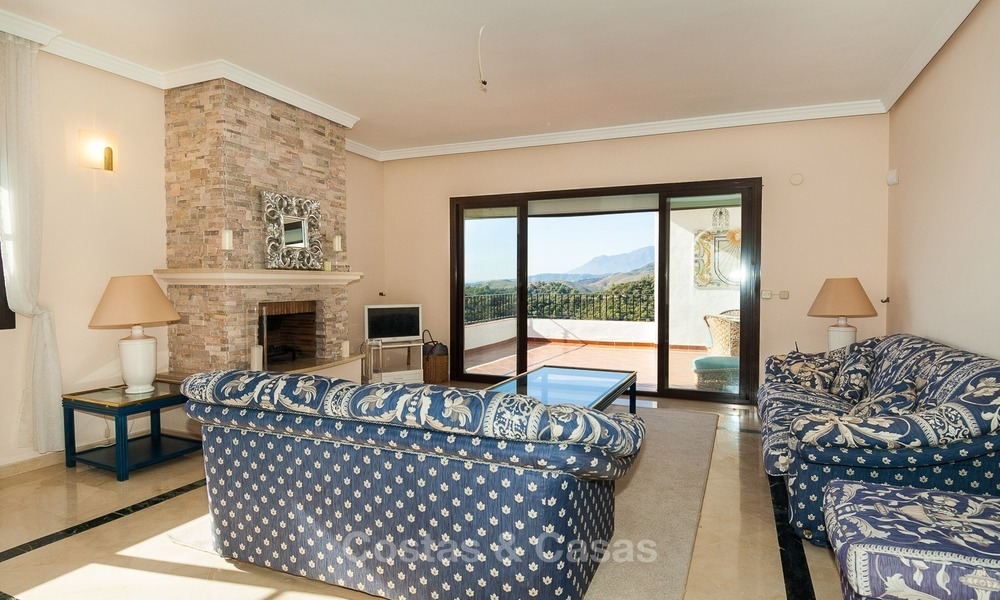 South facing detached House for sale with panoramic sea and golf views on Golf resort in Marbella - Benahavis 968