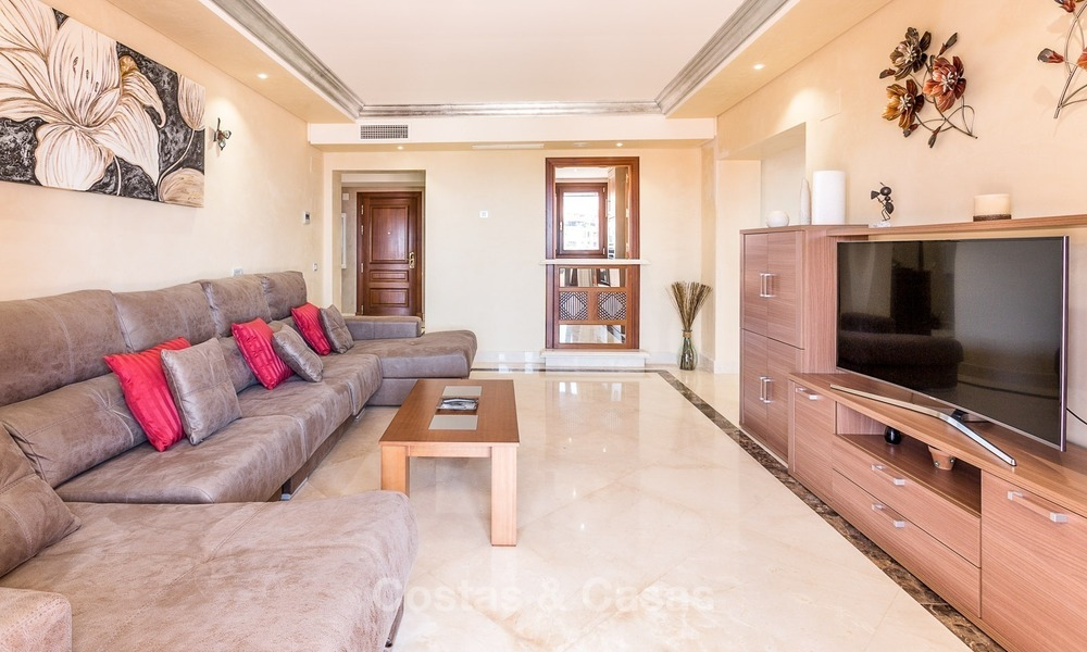 First line beach penthouse apartment for sale on the New Golden Mile between Marbella and Estepona 1003