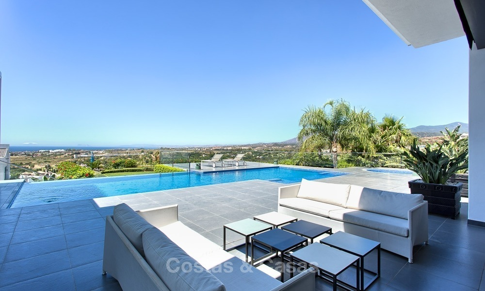 Exclusive modern villa for sale on golf resort with sea and golf views in Benahavis - Marbella 1024
