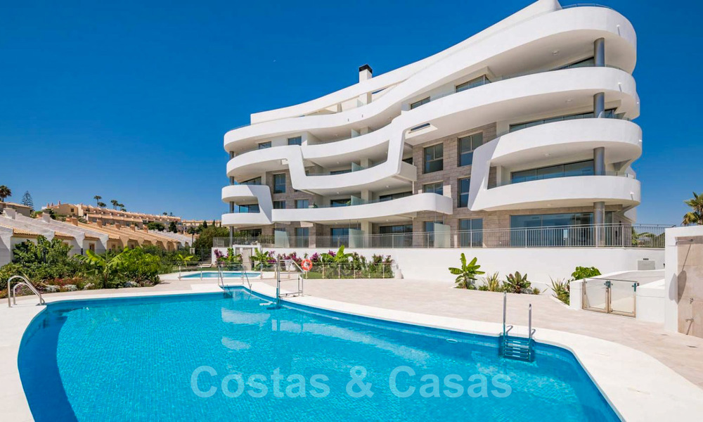 New Beachfront Development of Modern Apartments for sale in Mijas Costa. Completed! Last units! Ready to move in. 28146