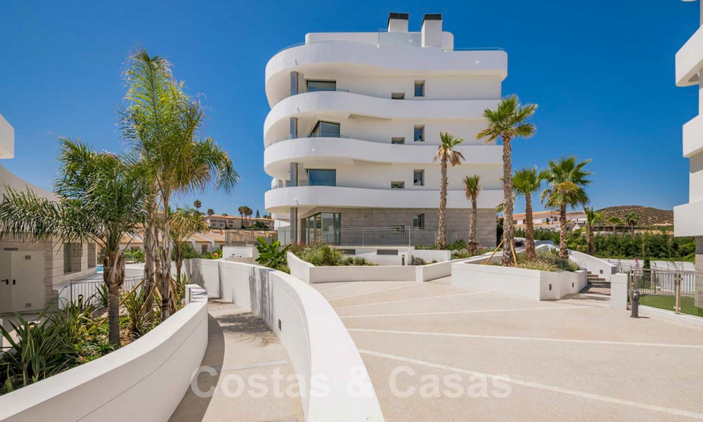 New Beachfront Development of Modern Apartments for sale in Mijas Costa. Completed! Last units! Ready to move in. 28148