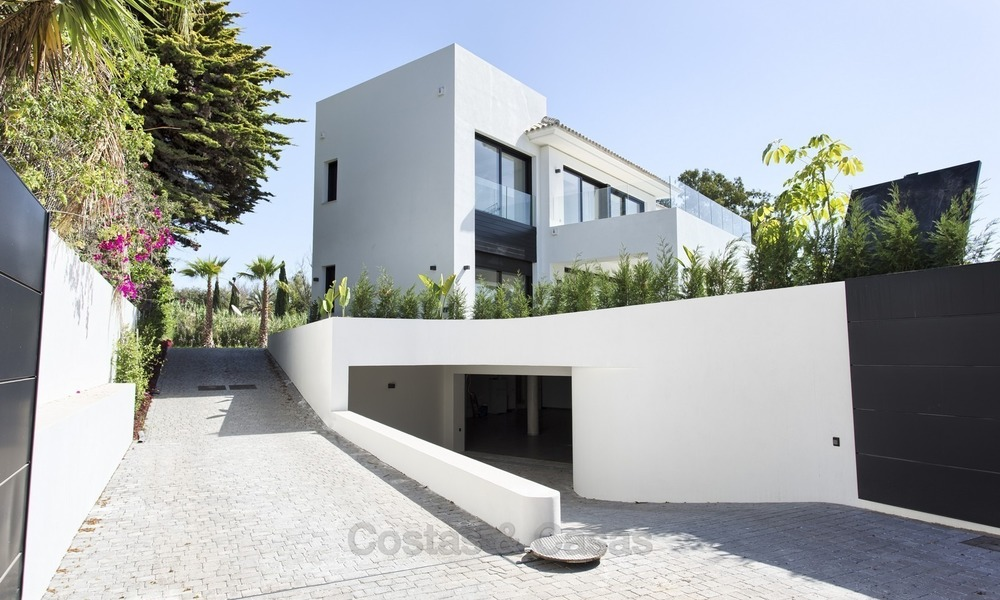 Brand-new, Beachside, Contemporary Style Villa for sale, Ready to Move in, Marbella West 1485