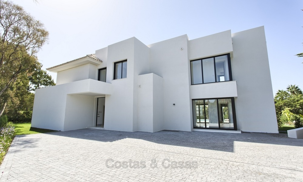 Brand-new, Beachside, Contemporary Style Villa for sale, Ready to Move in, Marbella West 1486