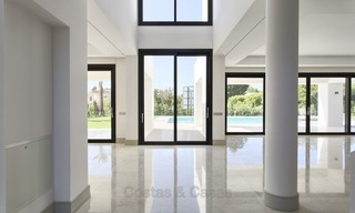 Brand-new, Beachside, Contemporary Style Villa for sale, Ready to Move in, Marbella West 1487