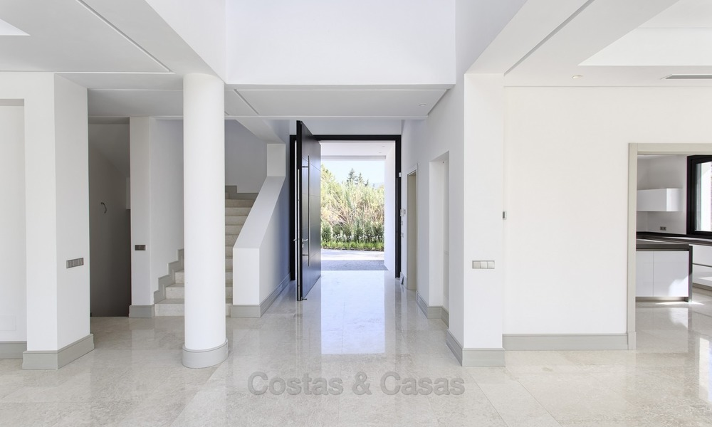Brand-new, Beachside, Contemporary Style Villa for sale, Ready to Move in, Marbella West 1488