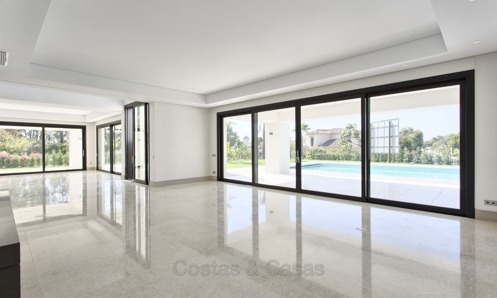Brand-new, Beachside, Contemporary Style Villa for sale, Ready to Move in, Marbella West 1490