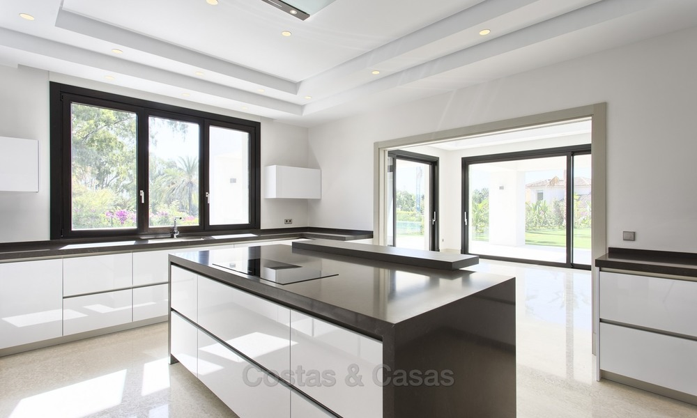 Brand-new, Beachside, Contemporary Style Villa for sale, Ready to Move in, Marbella West 1498