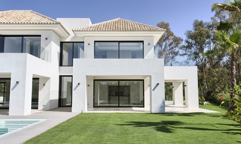 Brand-new, Beachside, Contemporary Style Villa for sale, Ready to Move in, Marbella West 1524