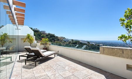 Modern Contemporary style Penthouse apartment with Sea Views for sale in Los Monteros, Marbella 1590