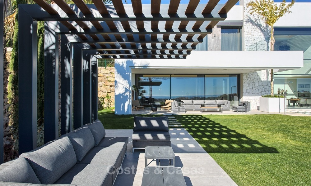 Ready to move in Modern Contemporary Villa near Golf with Sea Views for sale in Benahavis, Marbella 2537