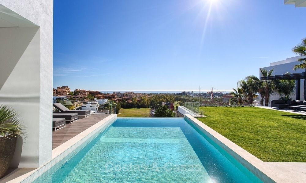 Ready to move in Modern Contemporary Villa near Golf with Sea Views for sale in Benahavis, Marbella 2540