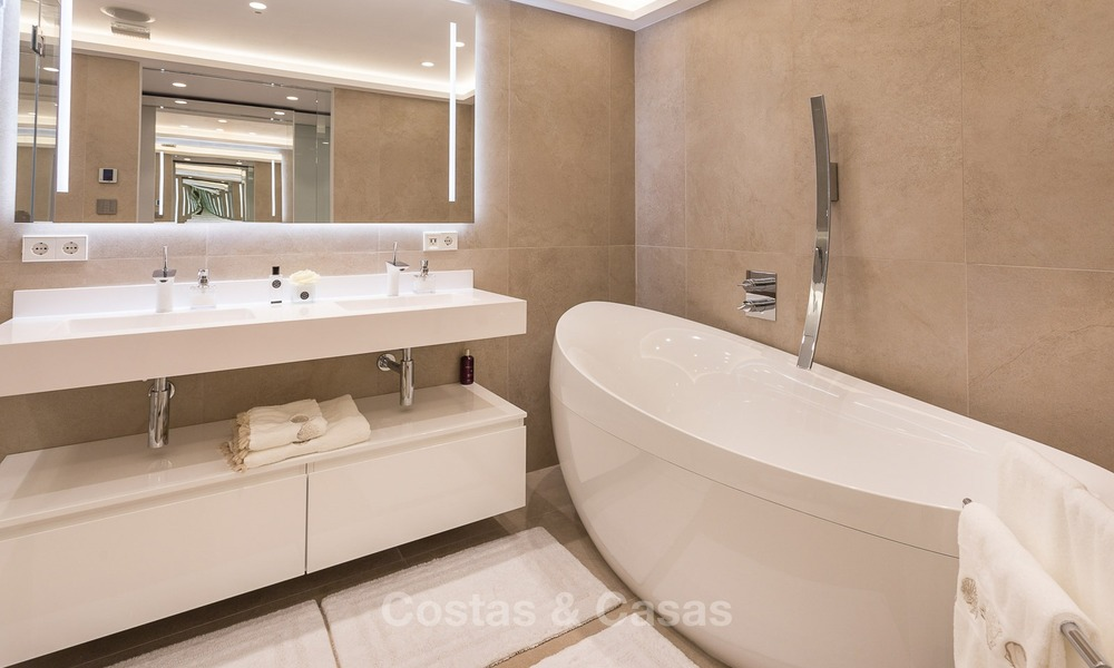 Frontline golf, modern, spacious, luxury penthouse for sale in Nueva Andalucia - Marbella 2556
