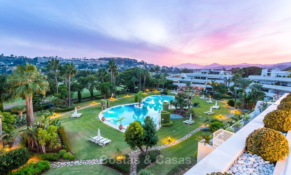Frontline golf, modern, spacious, luxury penthouse for sale in Nueva Andalucia - Marbella 2570