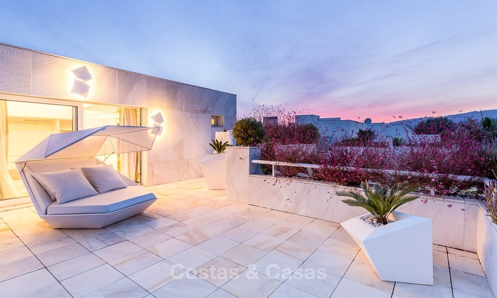 Frontline golf, modern, spacious, luxury penthouse for sale in Nueva Andalucia - Marbella 2571