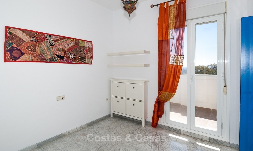 Apartment for sale with sea view on the Golden Mile at walking distance from the beach and Marbella center 2636