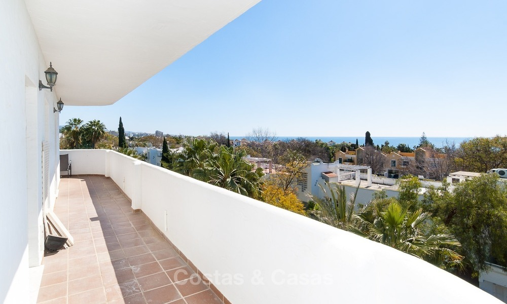 Apartment for sale with sea view on the Golden Mile at walking distance from the beach and Marbella center 2638