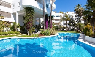 Apartment for sale with sea view on the Golden Mile at walking distance from the beach and Marbella center 2646
